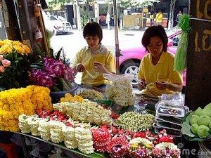 thai-women-selling-buddhist-flowers-thailand-14947644